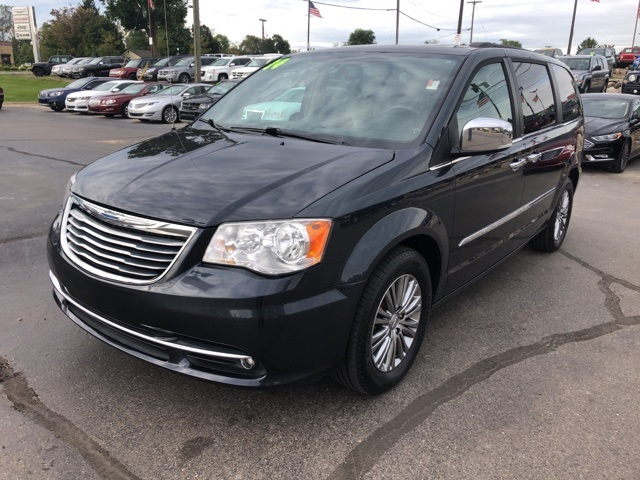Pre-Owned 2014 Chrysler Town & Country Touring L